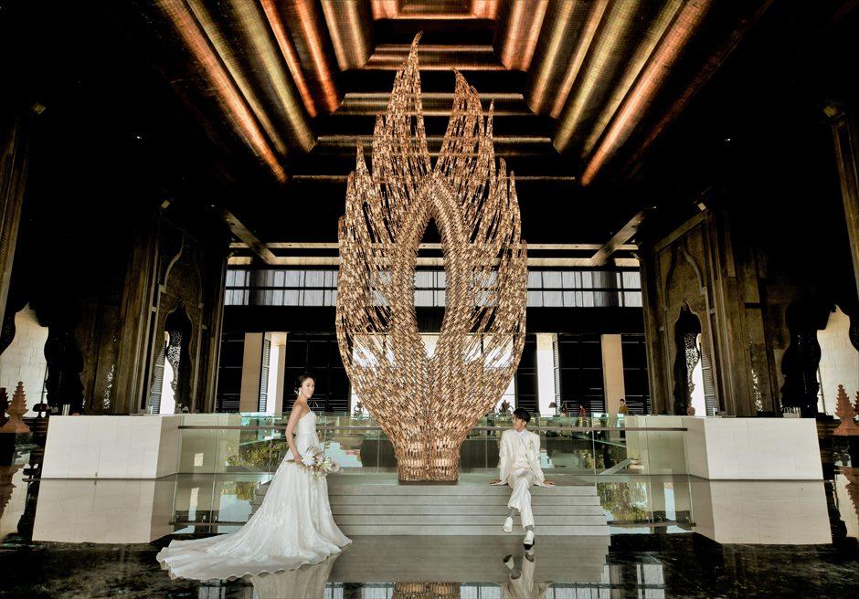 ジ・アプルヴァ・ケンピンスキ・バリインドネシア伝統建築が施されたロビー