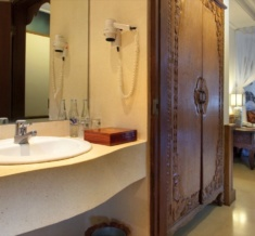 Room-Bathroom-Superior-Deluxe-Suite