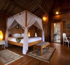 Villa-Wooden-Bed2
