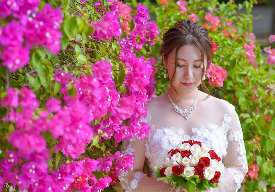 アナンタラ・ウルワツ花々が咲き乱れるガーデンフォトウェディング