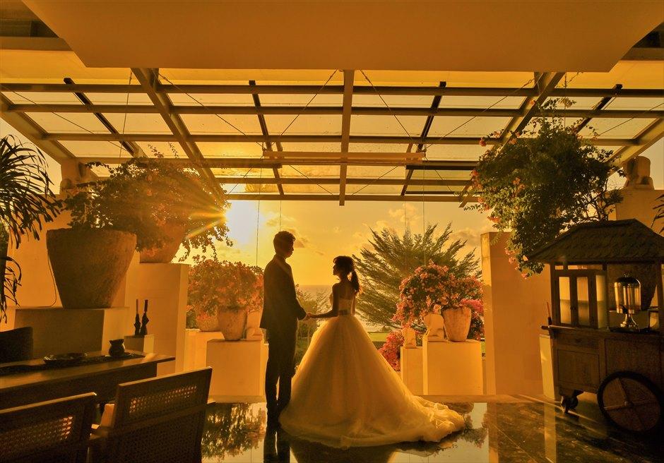 アナンタラ・ウルワツリゾートを一望するロビーサンセット挙式後撮影