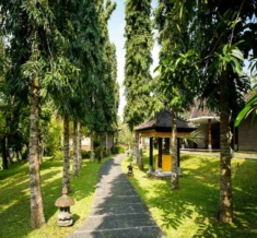 Ctg-Overview-Outdoor-Villa Walkway