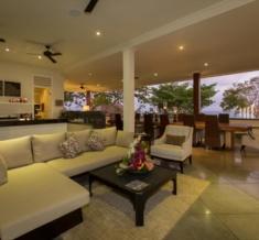 El-Grande-Lounge-Area-8266