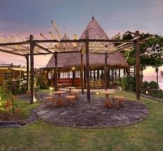 Waka-Bar-Restaurant-Outdoor-Lounge