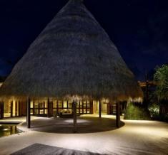 Wakagangga-Lobby-Night