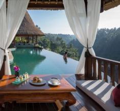 Breakfast-At-The-Pool-Viceroy-Ubud-Bali
