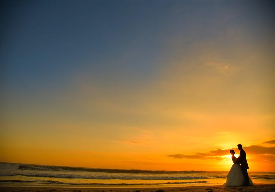 ザ・スミニャック・ビーチ・リゾート目の前のスミニャックビーチサンセット