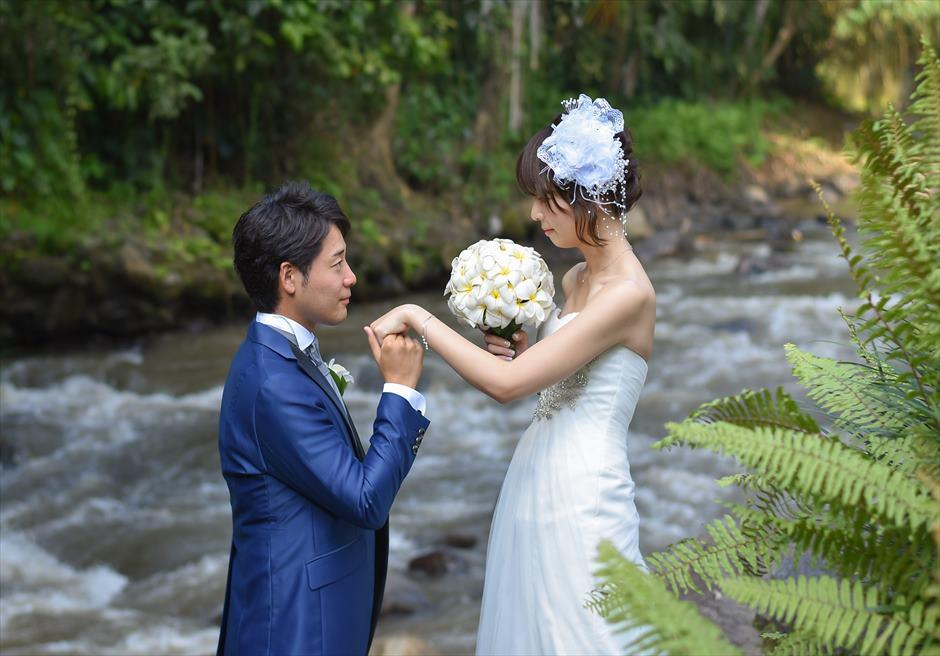 フォーシーズンズ・バリ・サヤン アユン川にて写真撮影 フォトウェディング