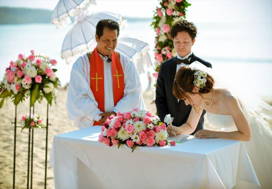 ベルモンド・ジンバラン ビーチ挙式 祭壇生花装飾