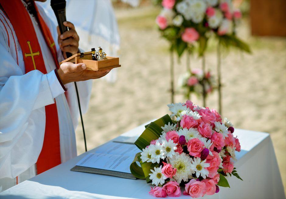 ベルモンド・ジンバラン ビーチウェディング 祭壇生花装飾