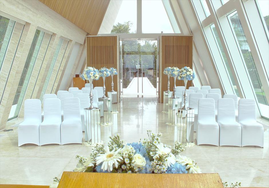 コンラッド・バリ インフィニティ・チャペル 生花挙式会場装飾ブルー&ホワイト