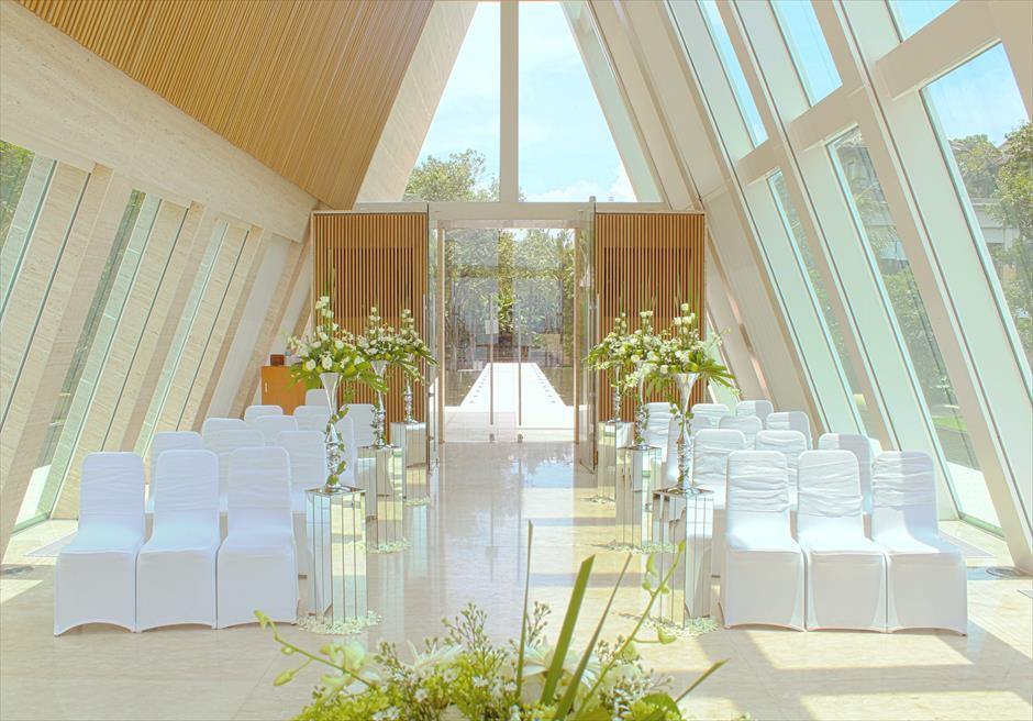 コンラッド・バリ インフィニティ・チャペル 生花挙式会場装飾グリーン&ホワイト