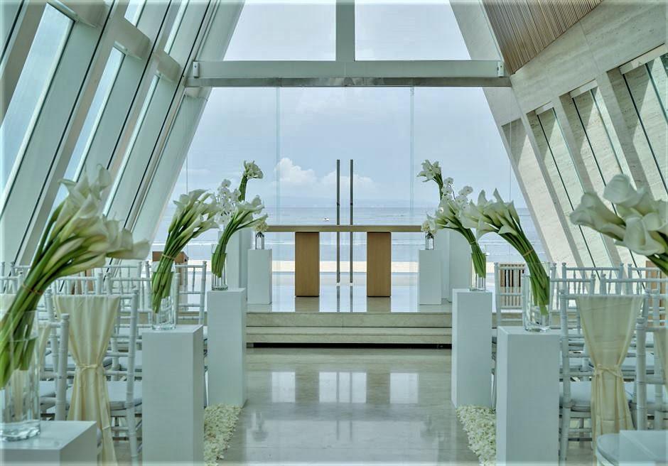 コンラッド・バリ インフィニティ・チャペル 生花挙式会場装飾ホワイト