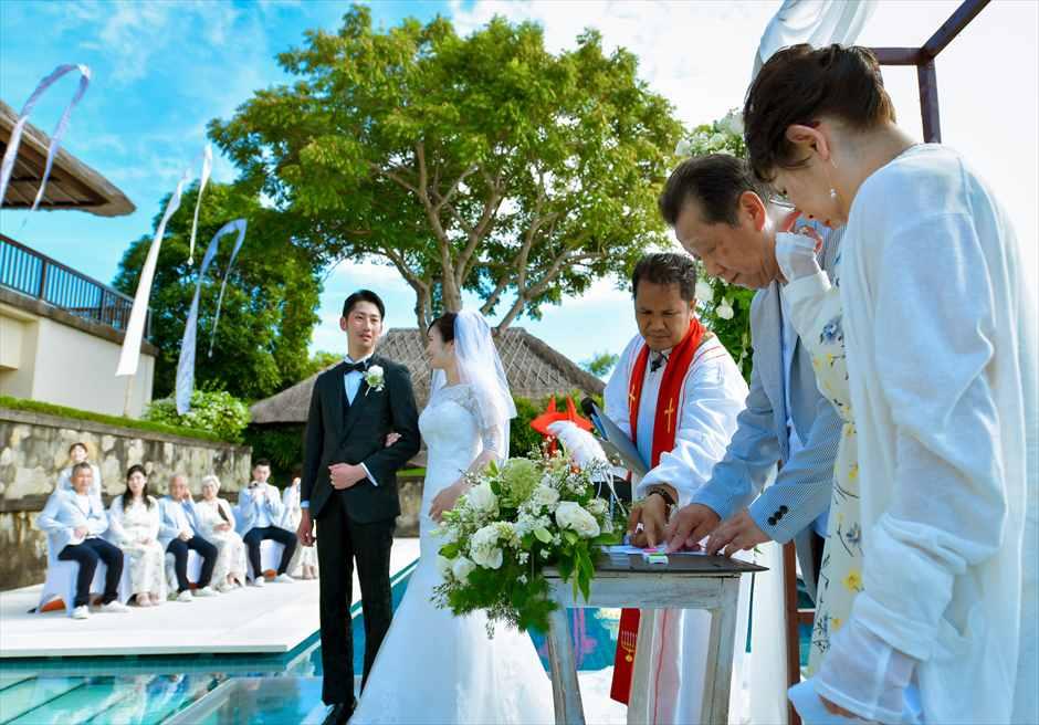 アマン・ヴィラ 水上挙式 結婚証明書サイン