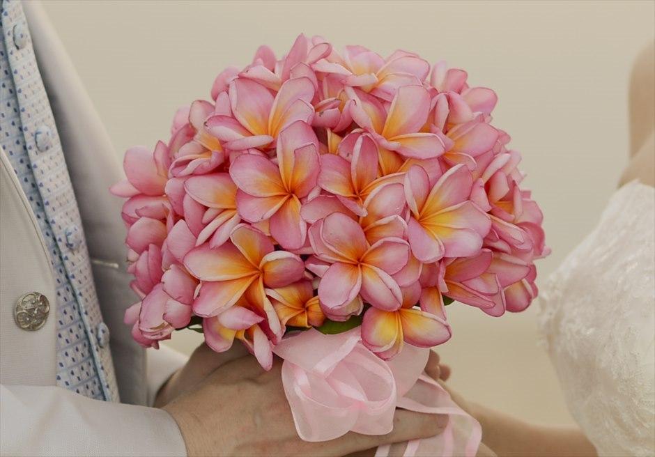 アヤナ・バリ・ウェディング 挙式に含まれるもの ピンク・プルメリア