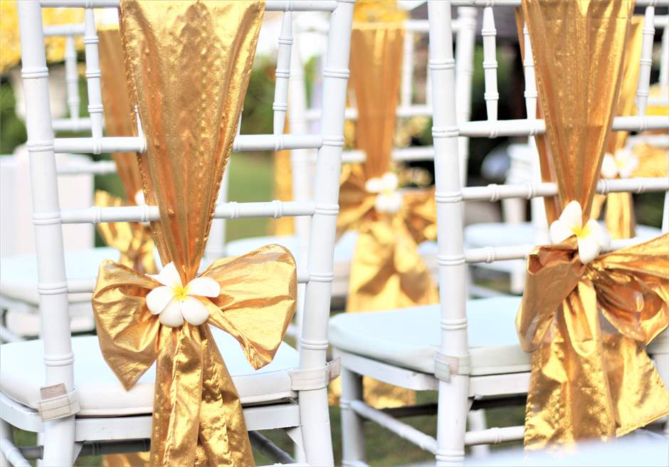 ザ・シャンティ・レジデンス・ヌサドゥア│ヴィラ・ウェディング│バリニーズスタイル│ゴールドティファニーチェア装飾