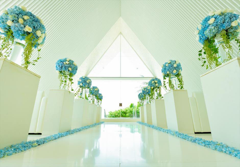 ウル・シャンティ・チャペル 挙式会場装飾生花バージンロード