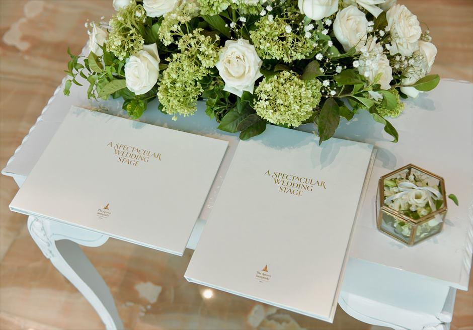 ジ・アプルヴァ・ケンピンスキ・バリ オーシャンビュー・クリフ・チャペル 祭壇生花装飾/結婚証明書/リングピロー