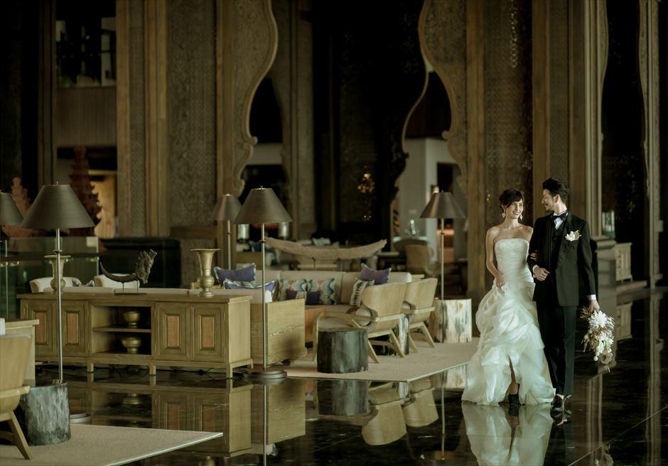 ジ・アパルヴァ・ケンピンスキ・バリ荘厳で高級感溢れるロビーにて