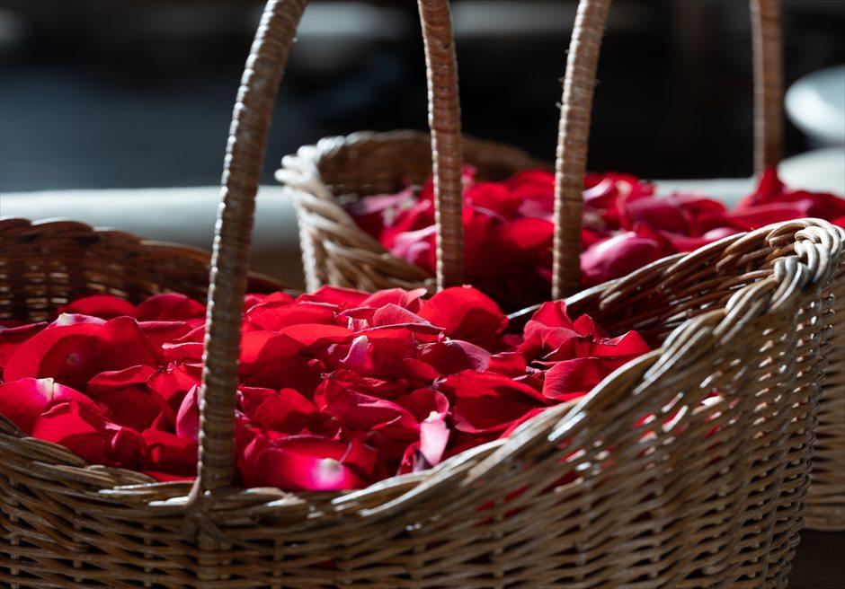オーシャンビュー・クリフ・チャペル 生花のフラワーシャワー (ホワイト、ピンク、ミックスより選択可)