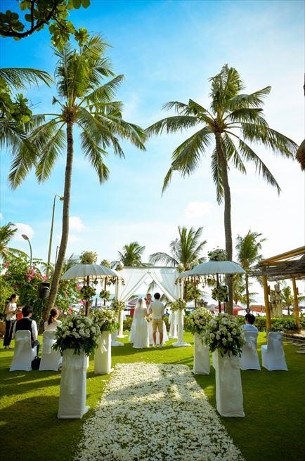 バリ・マンディラ・ビーチ・リゾート<br>ガーデンウェディング 挙式&パーティー