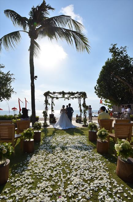 ベルモンド・ジンバラン・ウェディング<br>ガーデン挙式&ロマンティックディナー