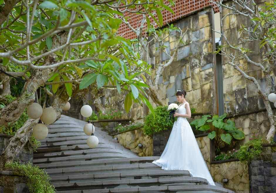 カマンダル・ウブド ドレスの美しさを際立出せるアルン・アルン
