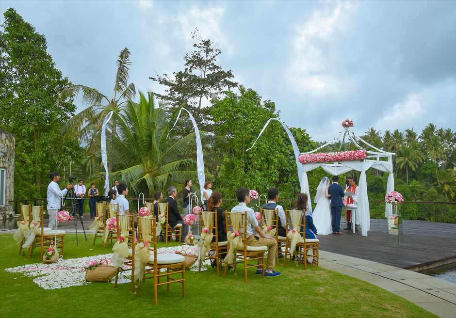 カマンダル・ウブド 熱帯雨林に囲まれたアルン・アルン挙式会場