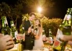 フォーシーズンズ・ジンバラン ロマンティックディナー 乾杯シーン・ビンタンビール