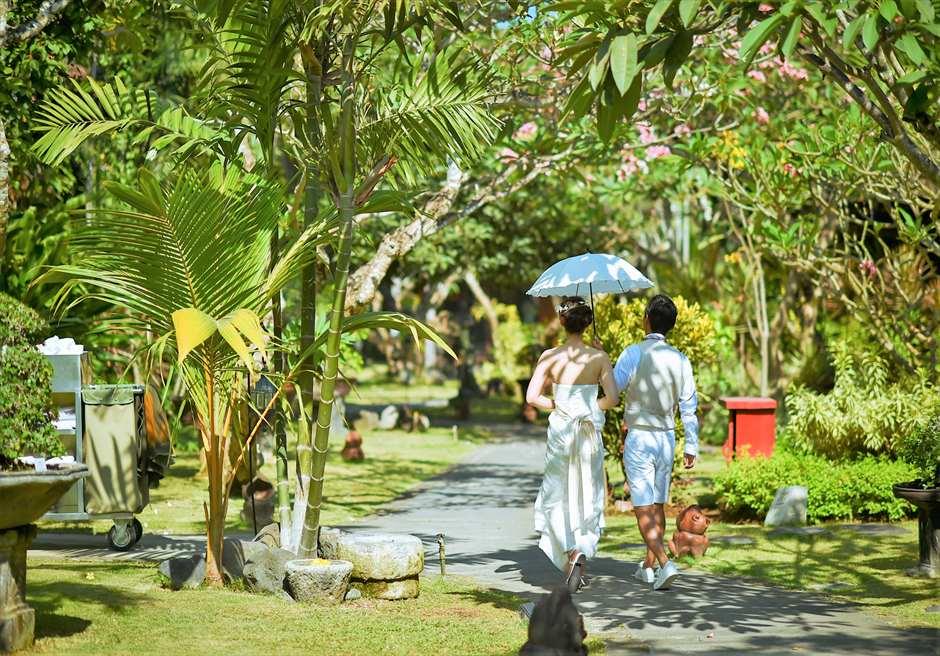 クラトン・ジンバラン・ビーチ・リゾート熱帯雨林が生い茂るガーデン