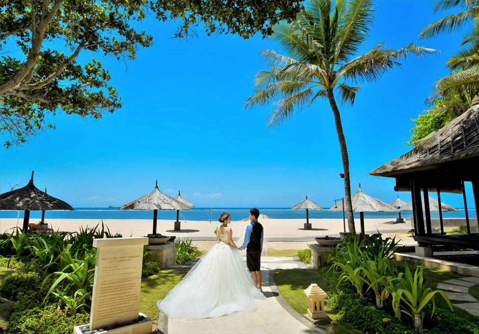 バリ島らしい雰囲気が漂うコンラッド・ビーチ フォトウェディング
