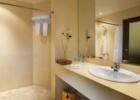 クラトン・ジンバラン・ビーチ・リゾート スーペリアルーム バスルーム