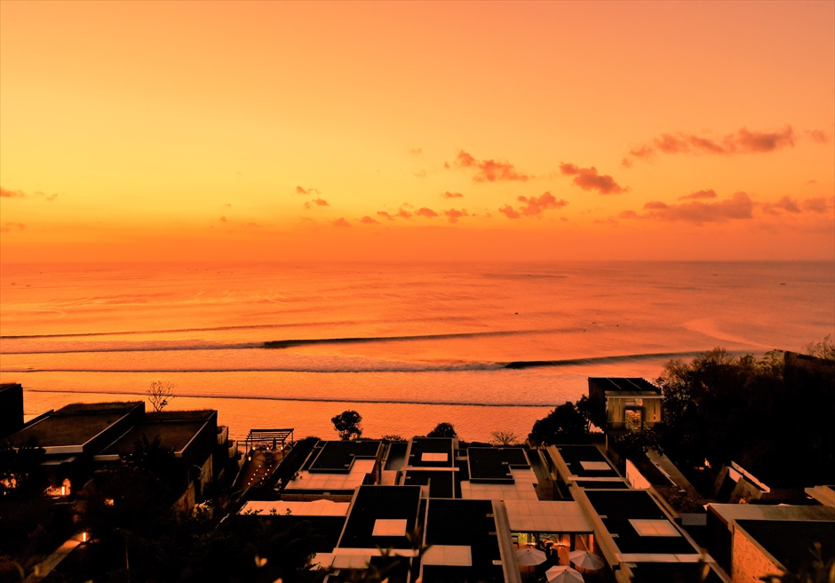アナンタラ・ウルワツ 360°レストラン・テラスよりリゾートを一望