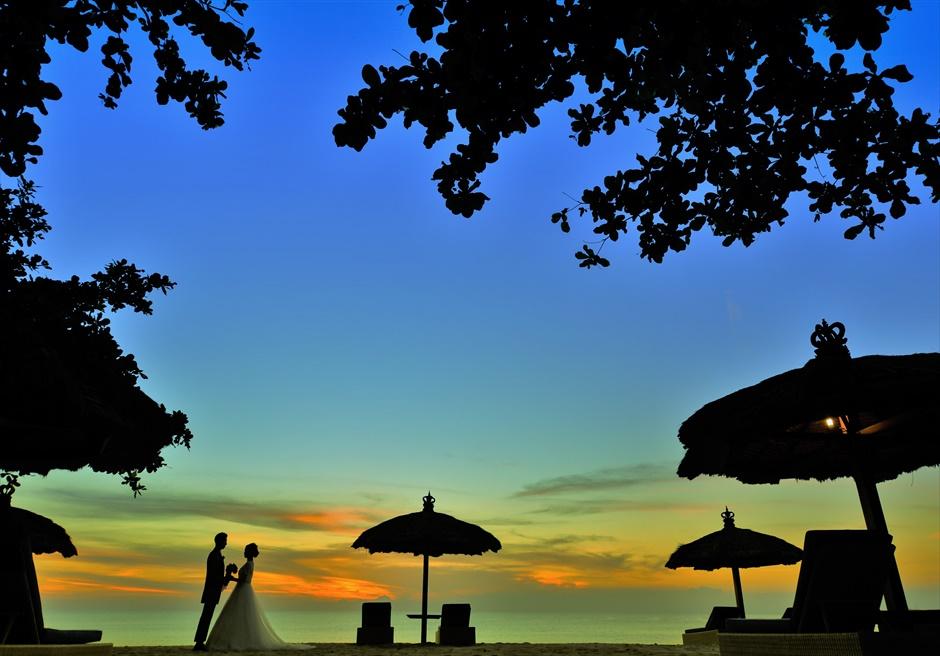 バリ島ウェディング・フォト【暮れ際】/ ベルモンド・ジンバラン<ガーデン>