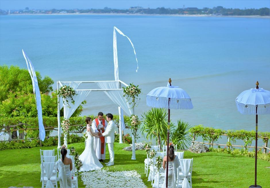 フォーシーズンズ・バリ挙式 ジンバラン・ガーデン 祭壇より広大な海を一望