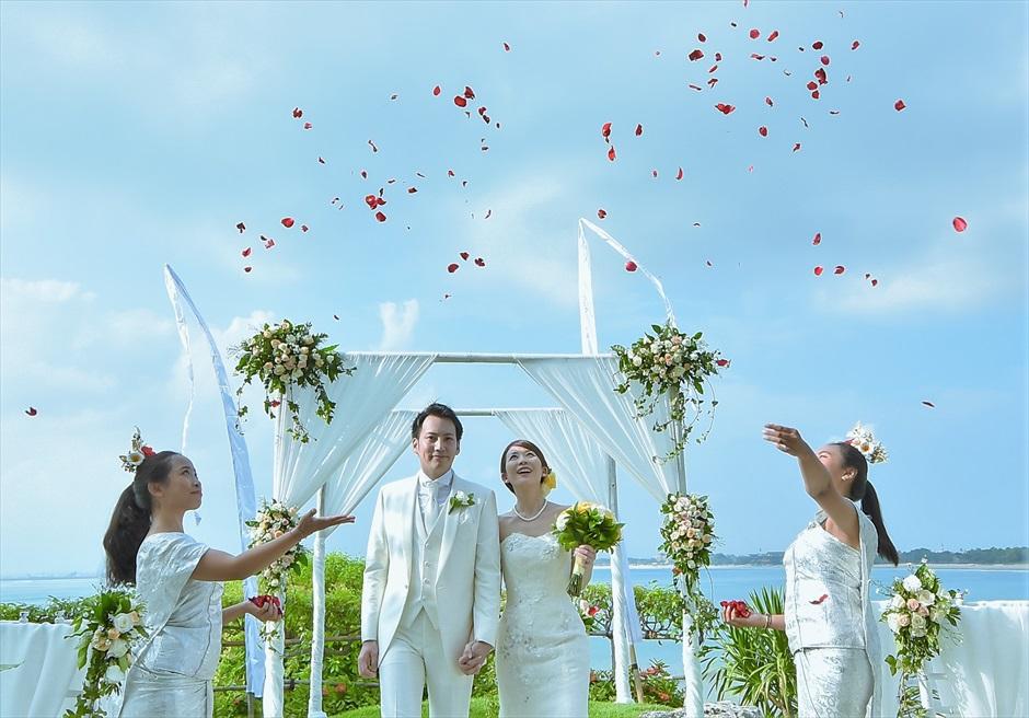 フォーシーズンズ・バリ挙式 ジンバラン・ガーデン 生花フラワーシャワー