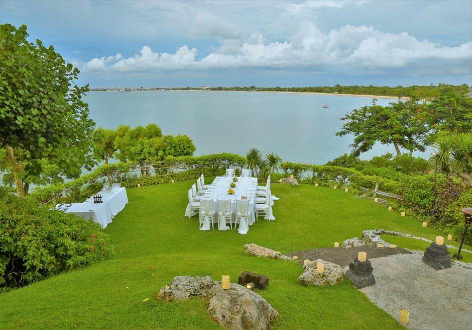 フォーシーズンズ・ジンバラン・バリ挙式 ジンバラン・ガーデン 高台より海を一望する