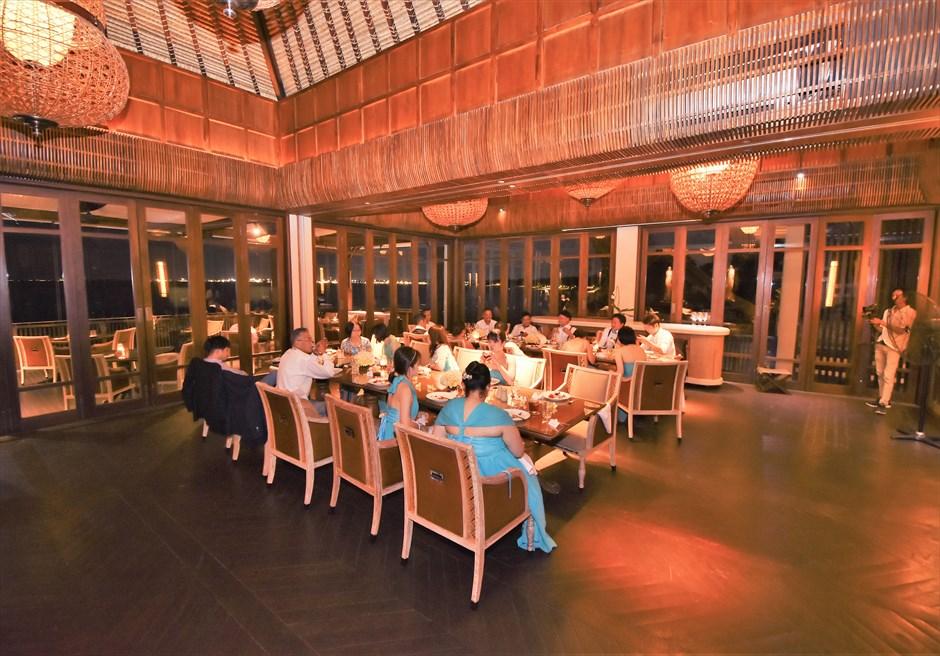 フォーシーズンズ・ジンバラン・バリ挙式 スンダラ・レストラン パーティー・シーン
