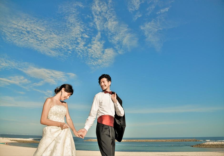 ジ・アプルヴァ・ケンピンスキ・バリ結婚式 チャペル前ビーチにてフォト・ウェディング