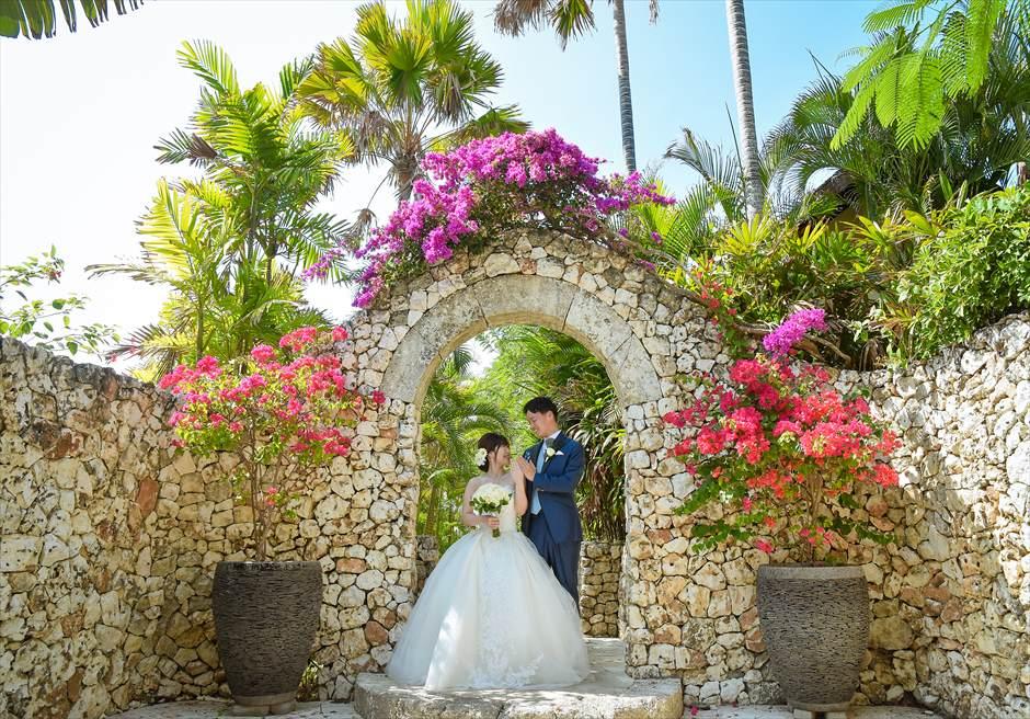 バリ島フォト・ウェディング【デイタイム】/ カルマ・カンダラ/ 花々が咲き乱れるリゾート内ガーデン