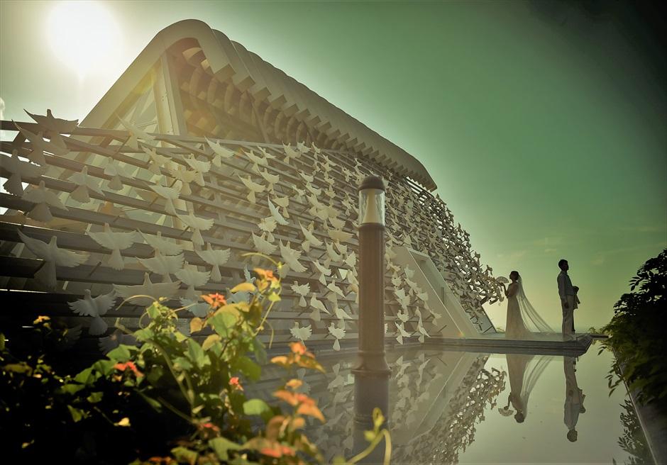 バリ島フォト・ウェディング【サンセット】/ バンヤン・ツリー・ウンガサン/ ホワイト・ダブ・チャペル