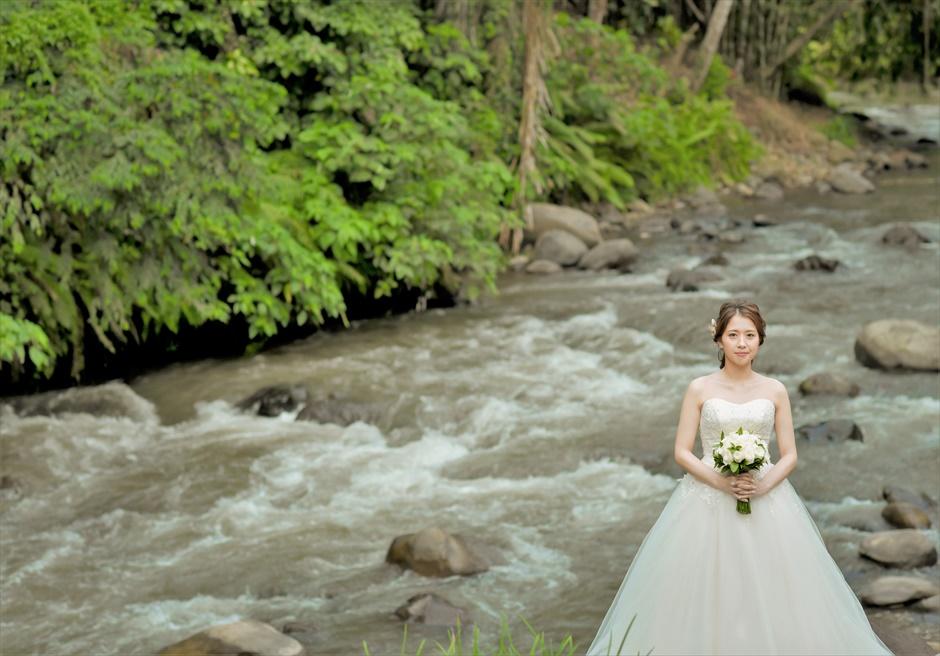 バリ島ウェディング・フォト【ウブド】/ フォーシーズンズ・リゾート・サヤン/ アユン川の清らかな清流