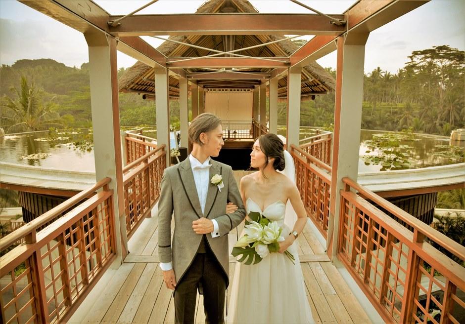 バリ島ウェディング・フォト【ウブド】/ フォーシーズンズ・リゾート・サヤン/ ブリッジよりロータス・ポンドを一望