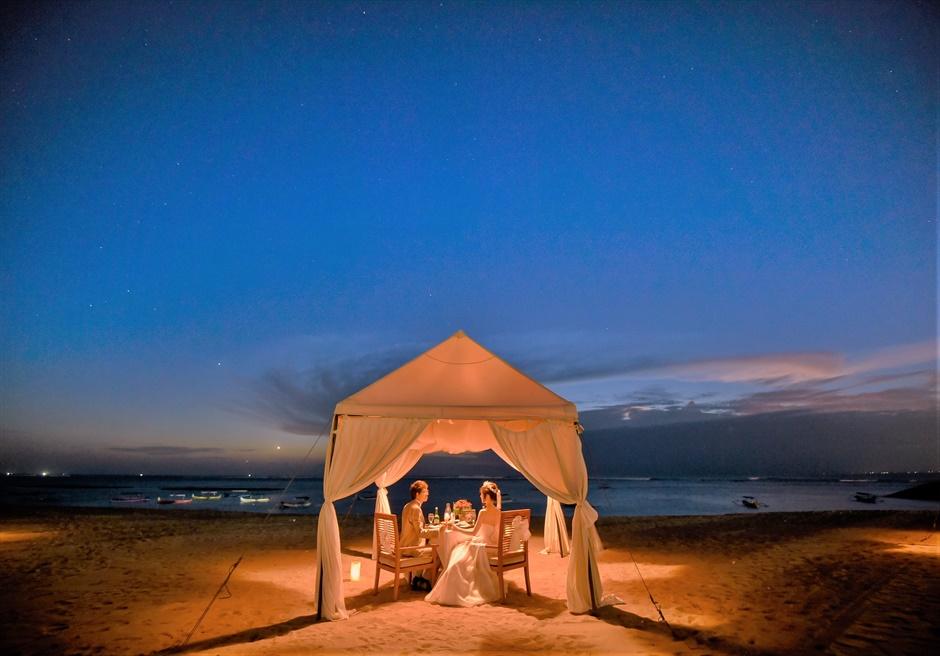 バリ島ウェディング・フォト・オプション/ サンセット・ロマンティック・ディナー/ マ・ジョリー(ビーチテント)