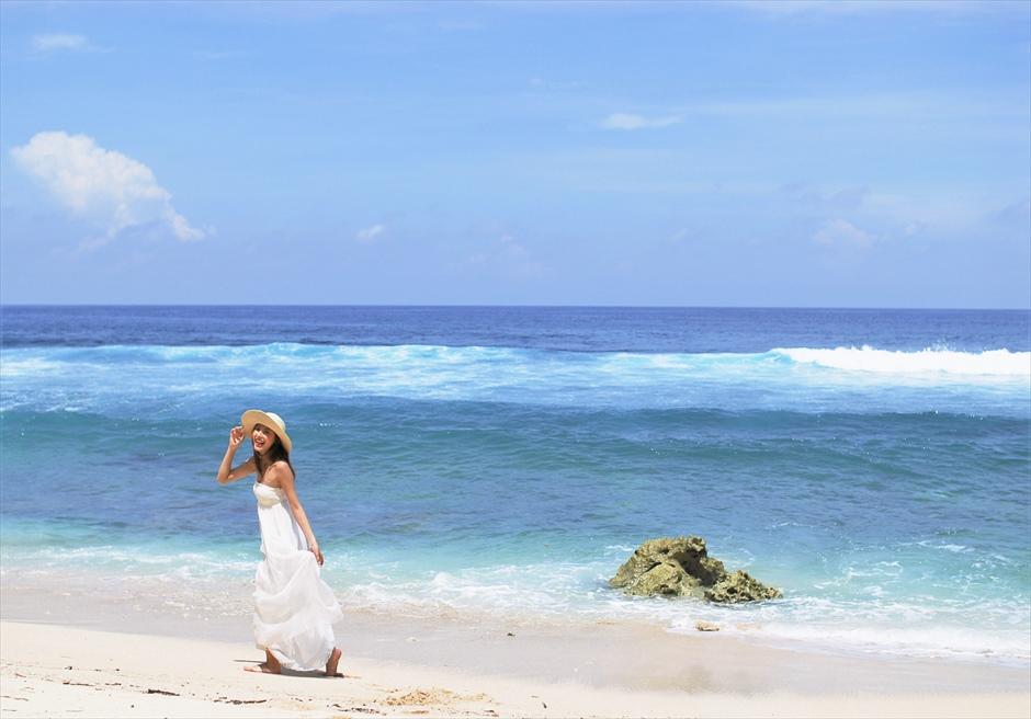 バリ島フォト・ウェディング/ ブルガリ リゾート バリ/ 真っ青な海が広がる白砂ビーチ